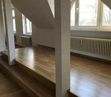 Vollständig renovierte 3-Zimmer-Dachgeschosswohnung mit EBK in Hohen Neuendorf