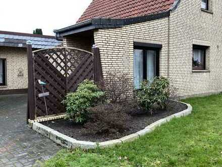 Charmante Doppelhaushälfte mit schönem Garten