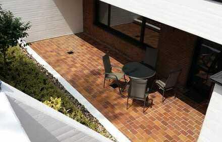 Reserviert: Lichtdurchflutete 3-Zimmer Souterrain-Wohnung, offener Kamin, große SW-Sonnenterrasse