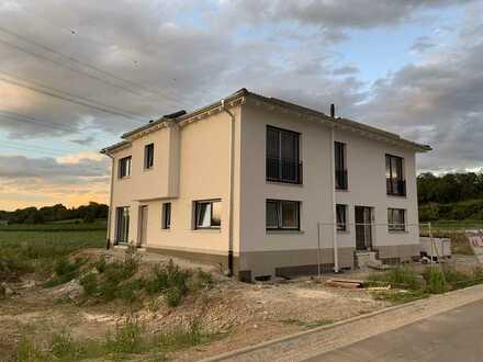 Erstbezug: stilvolle 3,5-Zimmer-Maisonette-Wohnung mit Balkon in Heitersheim
