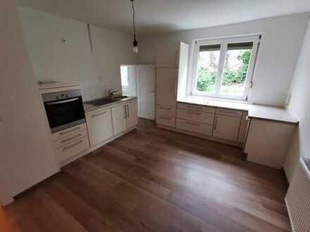 Großzügige und modernisierte 3 Zimmerwohnung in ruhiger Lage mit guter Anbindung!