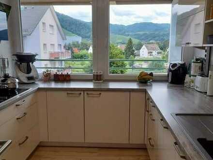 Sanierte Wohnung mit vier Zimmern sowie Balkon und Einbauküche in Oberkirch