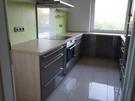 Modernisiert und einzugsbereit: schicke 4-Raum-Wohnung mit Sonnenbalkon, Einbauküche