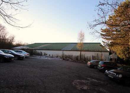Mehrzweckhalle mit Restaurant und angrenzendem Ackerlandgrundstück