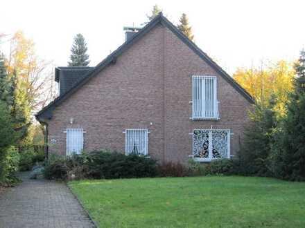 In Top Lage ! Freistehendes Einfamilienhaus im Villen-Stil, Bj. 1980, 156 m² Wfl. + Keller.