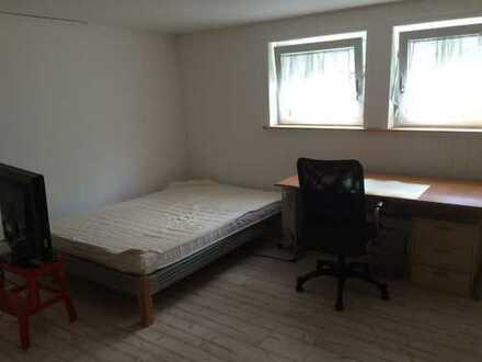 NUR für Studenten -- Teilmöbiliertes Zimmer --