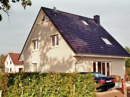 Gemütliches Einfamilienhaus auf großem Baugrundstück in reizvoller Lage! KfW 55-Standard!