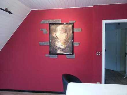In Einfamilienhaus drei Zimmer zu vermieten im O.G. von 13qm/ 14qm/ bis ca 25 qm