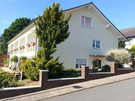 Helle 1-Zi-Wohnung im Grünen, saniert, großer Süd-Westbalkon