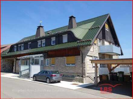 Große Maisonette-Wohnung mit Küche, Balkon + Stellplatz