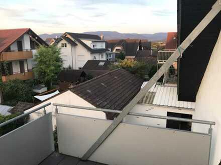 Gepflegte 3-Zimmer-DG-Wohnung mit Balkon und EBK in Achern, Stadtteil