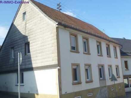 Zweifamilienhaus mit zwei abgeschlossenen Einheiten und Nebengebäude