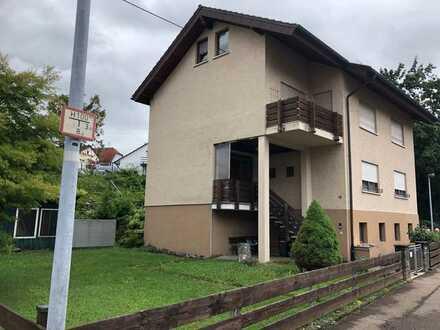 Gepflegte 2-Zimmer-Hochparterre-Wohnung mit Balkon und EBK in Göppingen (Kreis)