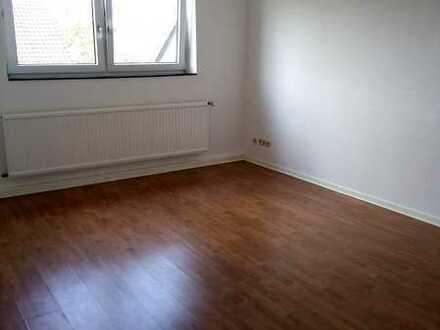 Vollständig renovierte Dachgeschosswohnung mit einem Zimmer und Einbauküche in Hannover