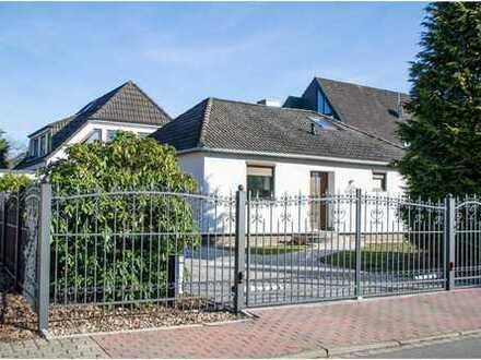 Hochwertig modernisiertes EFH (Bungalow) mit separater Wohnung und 2 Garagen in Ellerau!