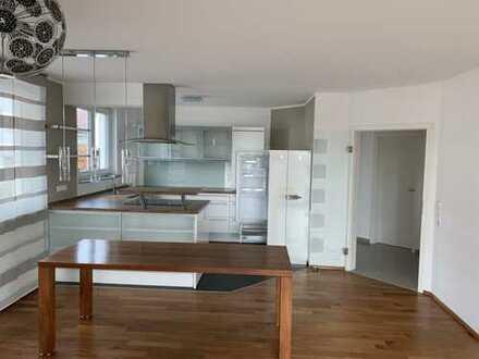 Stilvolle, neuwertige 3-Zimmer-Wohnung mit Balkon und EBK in Walddorfhäslach