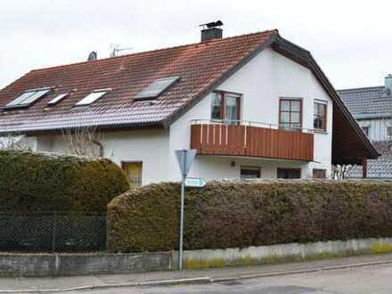 Sehr gepflegte Doppelhaushälfte mit fünf Zimmern in Esslingen (Kreis), Wolfschlugen