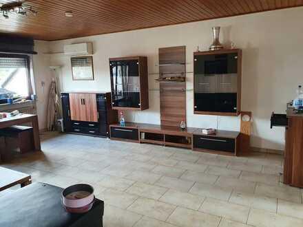 Möblierte Schöne 2-Zimmer-DG-Wohnung mit Terrasse und EBK in Altrip