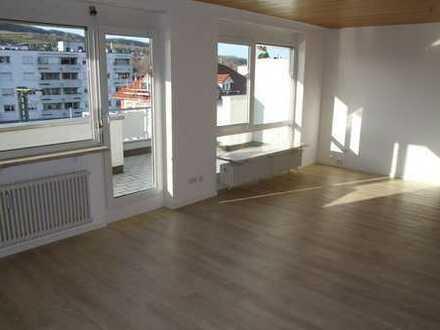 Gepflegte 2-Zimmer-Dachgeschosswohnung mit Balkon und EBK in Lörrach