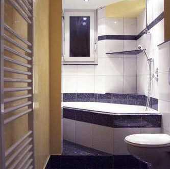 Provisionsfreie Altbauwohnung mit drei Zimmern und Balkon