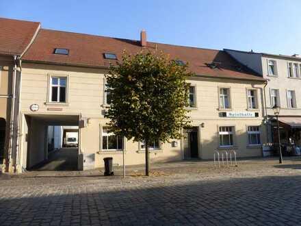 Bild_Geräumige 2-Zimmer-Wohnung mit Pkw-Stellplatz in zentraler Innenstadtlage