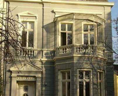 Altbauvilla in Bad Godesberg, perfekte Kombination aus Wohnen und Arbeit.