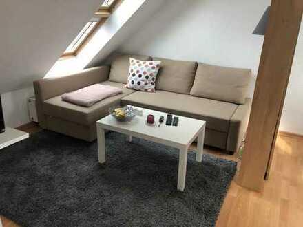 Stilvolle, vollständig renovierte 2-Zimmer-Dachgeschosswohnung mit kleiner Dachter. und EBK in Herne