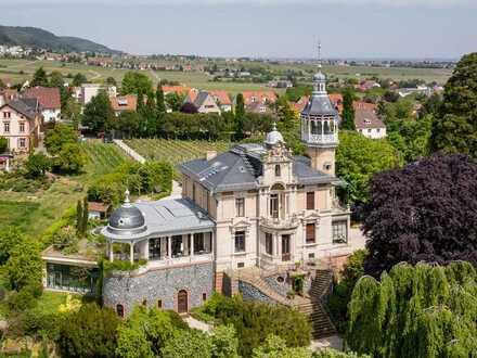 Historisch bedeutende Weingut-Villa der Superlative!