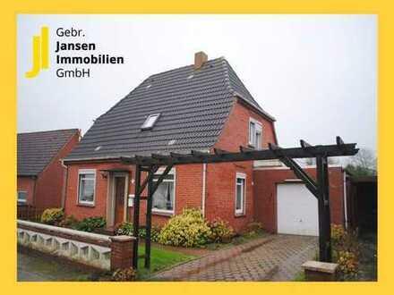 Renovierungsbedürftiges Wohnhaus mit Garage in zentraler Lage von Hinte!