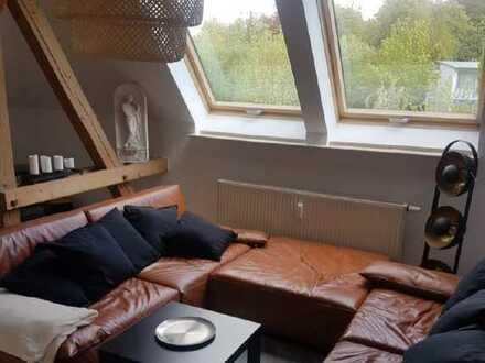 Dachgeschosswohnung im Dichterviertel mit Einbauküche, Stellplatz & Gartenanteil