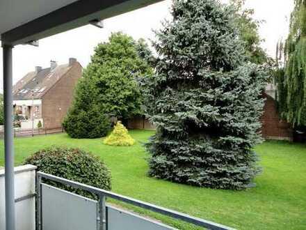Schöne, gut geschnittene 3 ZKDB mit Balkon im Grünen