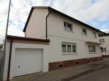 Zweifamilienhaus mit Nebengebäude, Garage und Garten in Lambsheim