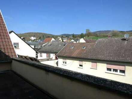 Großzügige, helle 3,5-ZiWhg, Duschbad mit großer Eckbadewanne, großer Balkon, in Hallgarten