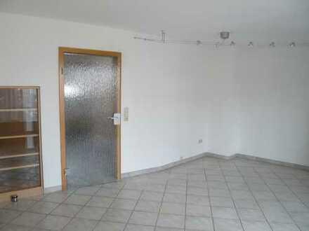 Sofort einziehen-Toll ausgestattete Maisonettwohnung mit Balkon EBK und Garage