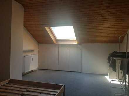 2 geräumige WG Zimmer (18 qm) ab sofort frei