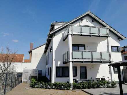 Neuwertige Wohnung mit dreieinhalb Zimmern sowie Balkon und Einbauküche in Waghäusel
