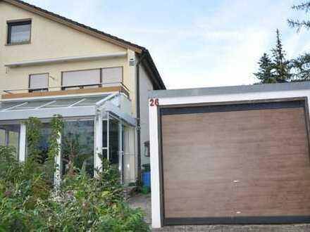 Schöne Doppelhaushälfte mit Wintergarten in Freiberg am Neckar