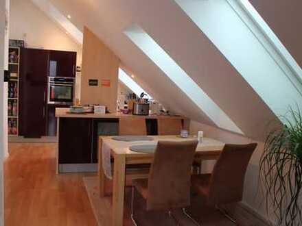 Neuwertige 3-Zimmer-Dachgeschosswohnung mit Balkon in Dießen am Ammersee