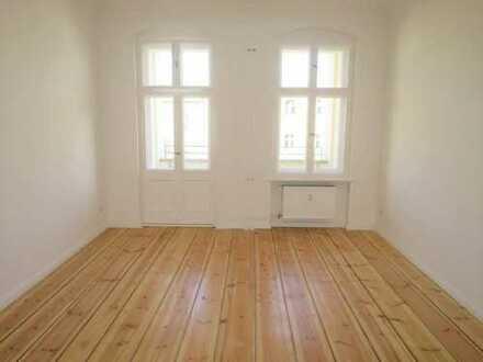 Erstbezug nach umfassender Sanierung ! Liebevoll sanierte zwei Zimmer Wohnung !