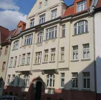 Schöne 3 Zi-Wohnung mit Dielung, Wohnküche, Wannenbad und Balkon in der südlichen Innenstadt