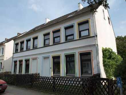 Vollständig renovierte 3-Zimmer-EG-Wohnung mit Einbauküche in Wandsbek, Hamburg