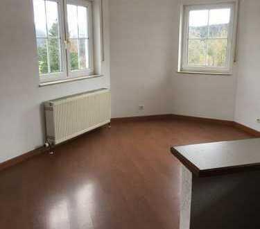 Gepflegte 4-Zimmer-Wohnung in traumhafter Lage mit Balkon und EBK in Schmitten