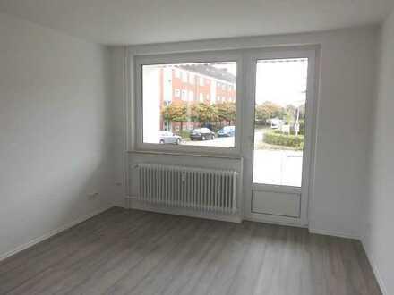 **Hier sind die Handwerker fleissig ! 3 - Zimmerwohnung mit Balkon wird saniert !**