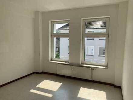 GE-Schalke: 4-Zimmer-Wohnung im 2.OG! Für Selbstrenovierer! 3 Kaltmieten mietfrei!