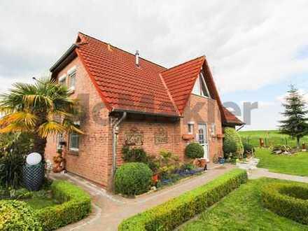Erhabenes Wohnen am Deich: Modernisiertes EFH mit Wintergarten, Terrasse und Baumhaus nahe Jadebusen