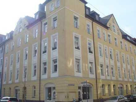 Charmante & gut gelegene 2-Zimmer-Altbauwohnung mit offene Küche in NEUHAUSEN (Schulstraße)