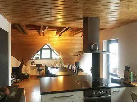 Sehr grosse, perfekt gelegene 3 Zimmer Wohnung mit 2 Balkonen