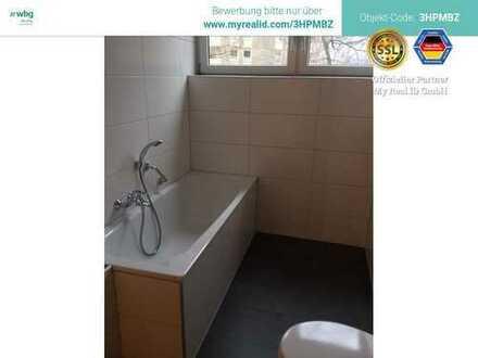 Großzügige Wohndiele + Gäste WC + zwei Abstellräume + Balkon
