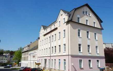 Schöne 2-Raum-Wohng. zum 8fachen JNM, Küche mit Fenster, Bad mit Wanne und Fenster