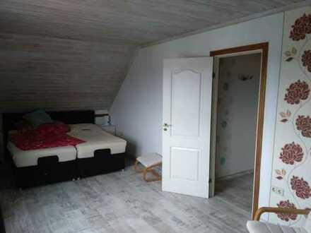 Vermiete zwei Zimmer in Einfamilienhaus